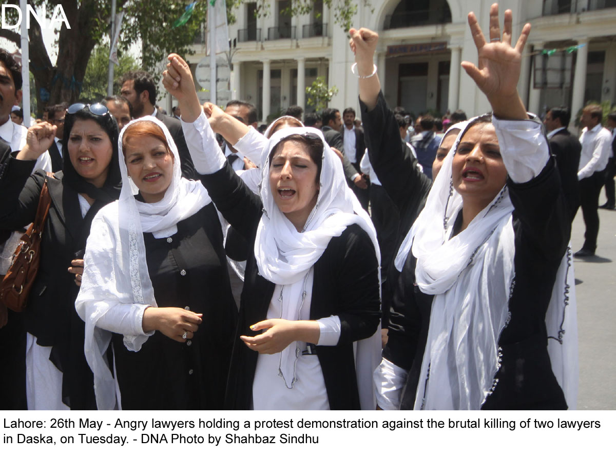 Lahore: 26th May - Angry lawyers holding a protest demonstration against the brutal killing of two lawyers  in Daska, on Tuesday. - DNA Photo by Shahbaz Sindhu