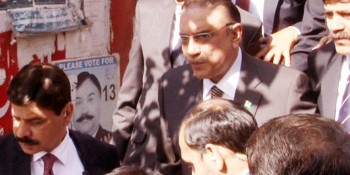 Rawalpindi: 21st May - Former President Asif Ali Zardari returns after a hearing in Rawalpindi.  DNA Photo by Parvez Iqbal