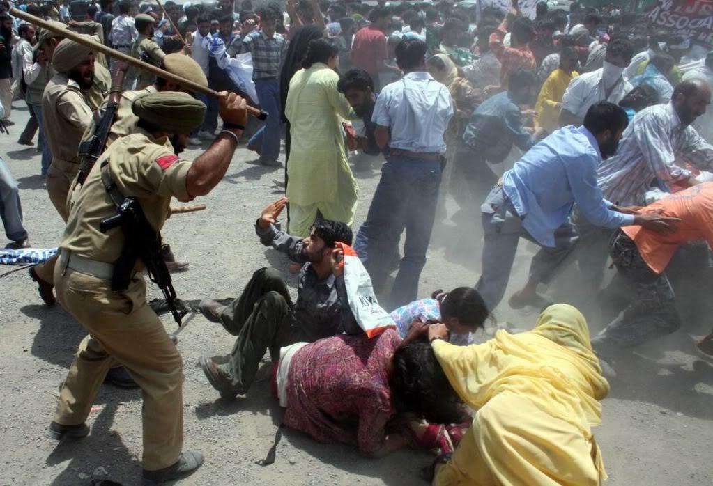 Occupied authorities arrested Geelani, Mirwaiz in Srinagar