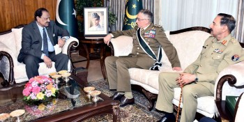 Islamabad: 20th April - General Claudio Graziano, Chief Of Defence General Staff of Italian Armed Forces  called on President Mamnoon Hussain after being decorated with Nishan-e-Imtiaz (Military) in a special  investiture ceremony held at the Aiwan-e-Sadr, Islamabad Wednesday. Chairman Joint Chiefs of Staff  Committee General Rashad Mahmood is also present. - DNA Photo
