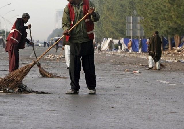 CDA swepers remain on duty on Eid