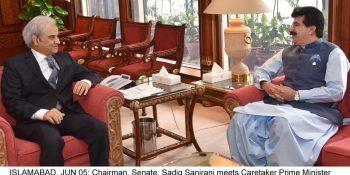 ISLAMABAD, JUN 05: Chairman, Senate, Sadiq Sanjrani meets Caretaker Prime Minister Justice (Retd.) Nasir-ul-Mulk, on Tuesday.=DNA PHOTO