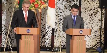 TOKYO, APR 23: Federal Minister for Foreign Affairs, Shah Mahmood Qureshi, and Taro Kono, Minister for Foreign Affairs of Japan, addressing a joint press conference.=DNA PHOTO