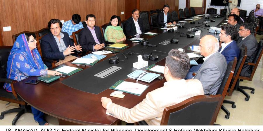 ISLAMABAD, AUG 17: Federal Minister for Planning, Development & Reform Makhdum Khusro Bakhtyar in a meeting with SAPM on Information & Broadcasting, Firdous Ashiq Awan.=DNA PHOTO