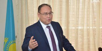ISLAMABAD, SPET 5: Ambassador of Kazakhstan Akan Rehmetullin talking to media on Thursday. DNA PHOTO