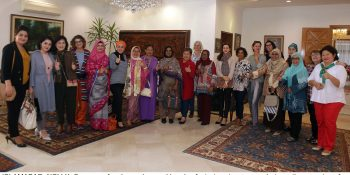 ISLAMABAD, NOV 11: Spouses of ambassadors and heads of missions in a group photo on the occasion of  Batik Workshop held at he Indonesian residnece.=DNA
