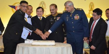 ISLAMABAD, JAN 20. Maj General Shehzad Ahmed, Ambassador of Thailand and others  cutting cake to celebrate Armed Forces Day of Thailand. DNA