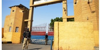 40 inmates test positive in Karachi jail - SAMAA - Google Chrome