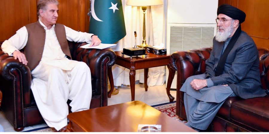 ISLAMABAD, OCT 19: Leader of Hizb e Islami Afghanistan, Gulbadeen Hekmatyar in a meeting with Foreign Minister Shah Mahmood Qureshi at his office.=DNA PHOTO