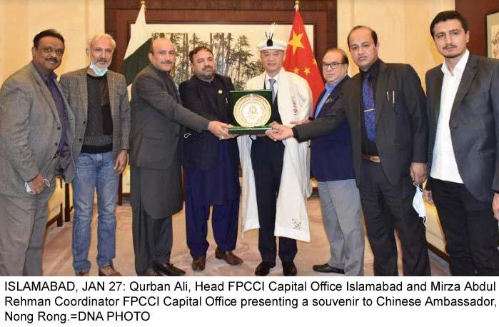 ISLAMABAD, JAN 27: Qurban Ali, Head FPCCI Capital Office Islamabad and Mirza Abdul Rehman Coordinator FPCCI Capital Office presenting a souvenir to Chinese Ambassador, Nong Rong.=DNA PHOTO